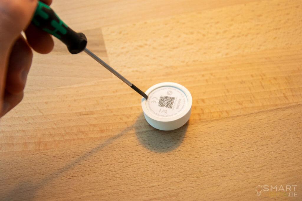 Anleitung-Philips-Hue-Smart-Button-umbau-Abdeckung-entfernen