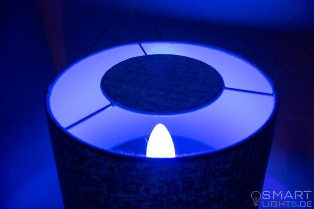 Innr E14 Smart LED Kerze leuchtet in Blau