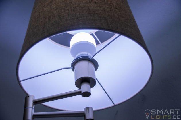 LIFX Mini Day & Dusk E27 smarte WLAN LED-Lampe L3A19MTW08E27 leuchtet in kaltweiß (grünlich)