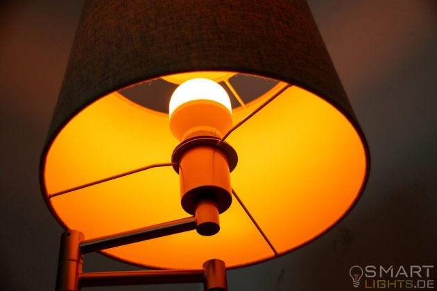 LIFX Mini Day & Dusk E27 smarte WLAN LED-Lampe L3A19MTW08E27 leuchtet in warmweiß