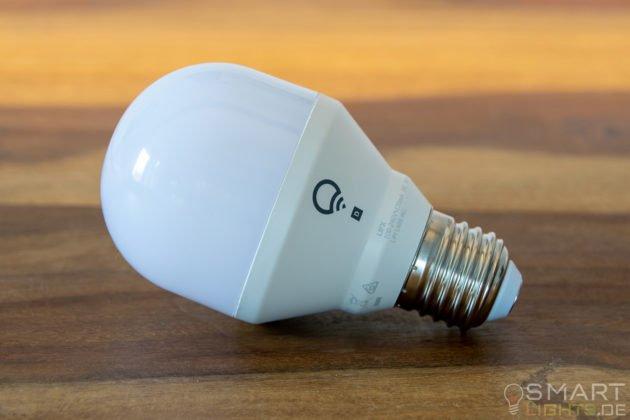 LIFX Mini Day & Dusk E27 smarte WLAN LED-Lampe L3A19MTW08E27 seitliche Ansicht