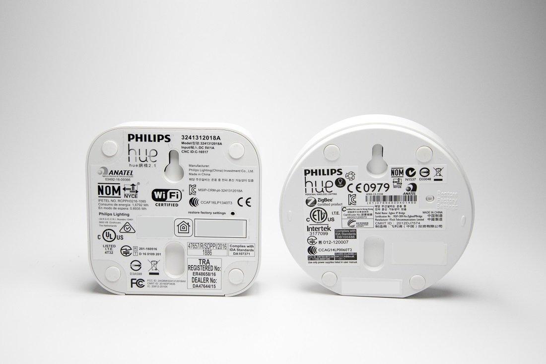 Philips Hue Bridge Eckig V2 und Rund V1 Vergleich hinten