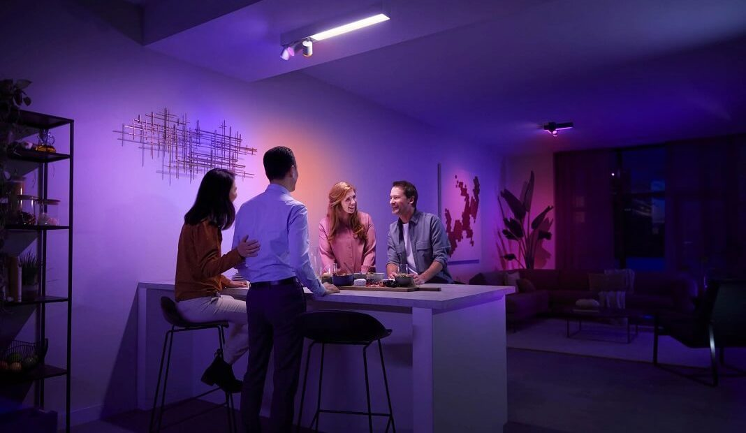 Erste Bilder: Das ist die Philips Hue Centris Deckenlampe