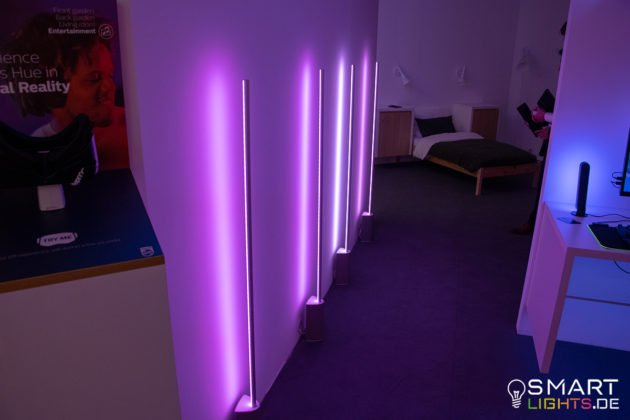 Philips Hue Signe Stehlampe Lila