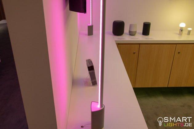 Philips Hue Signe Tischlampe Fernseher Queransicht