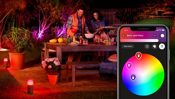 Philips Hue White and Color Ambiance LED Calla Sockelleuchte im Garten